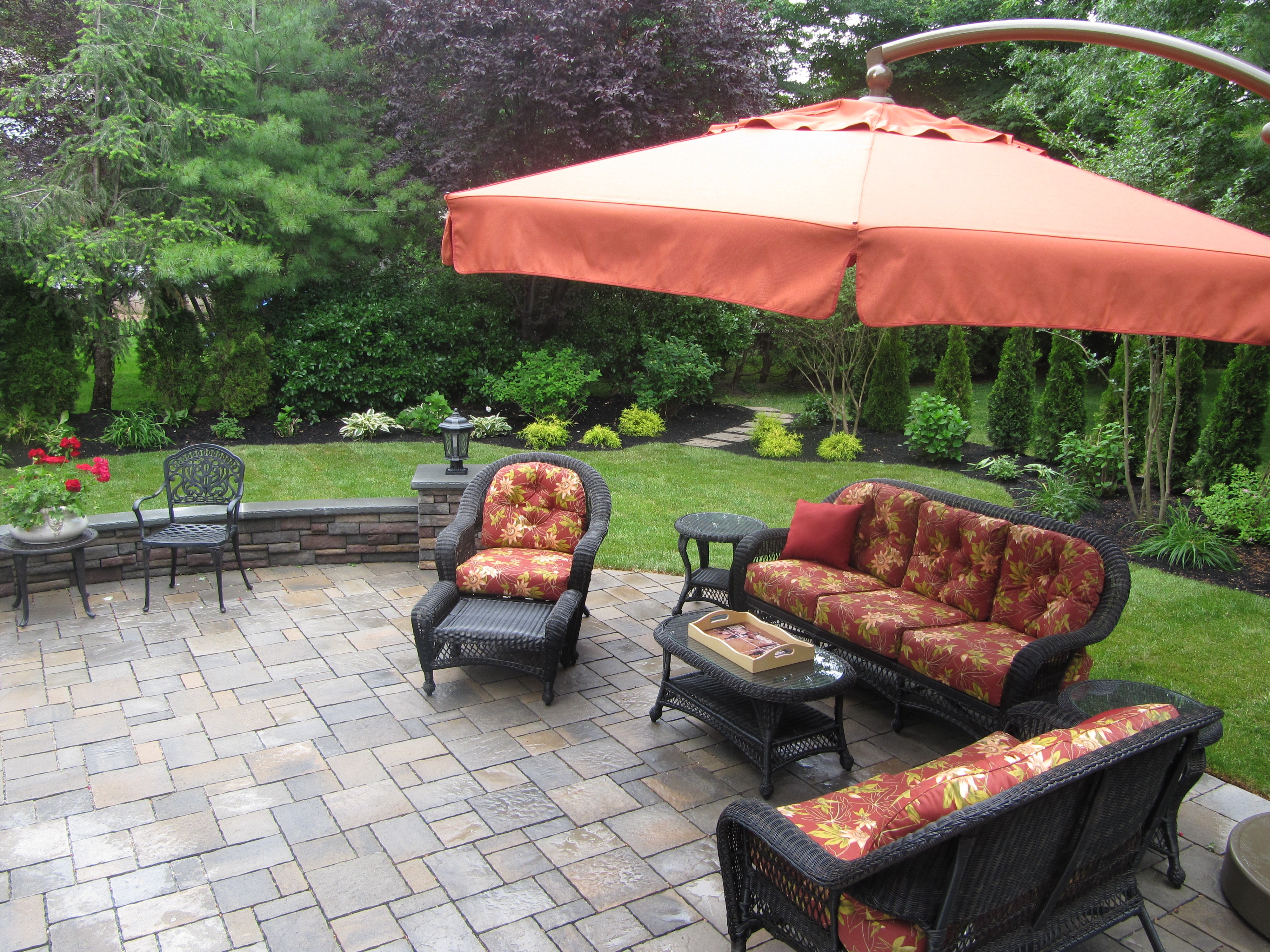 patio, landscaping, backyard, seat wall