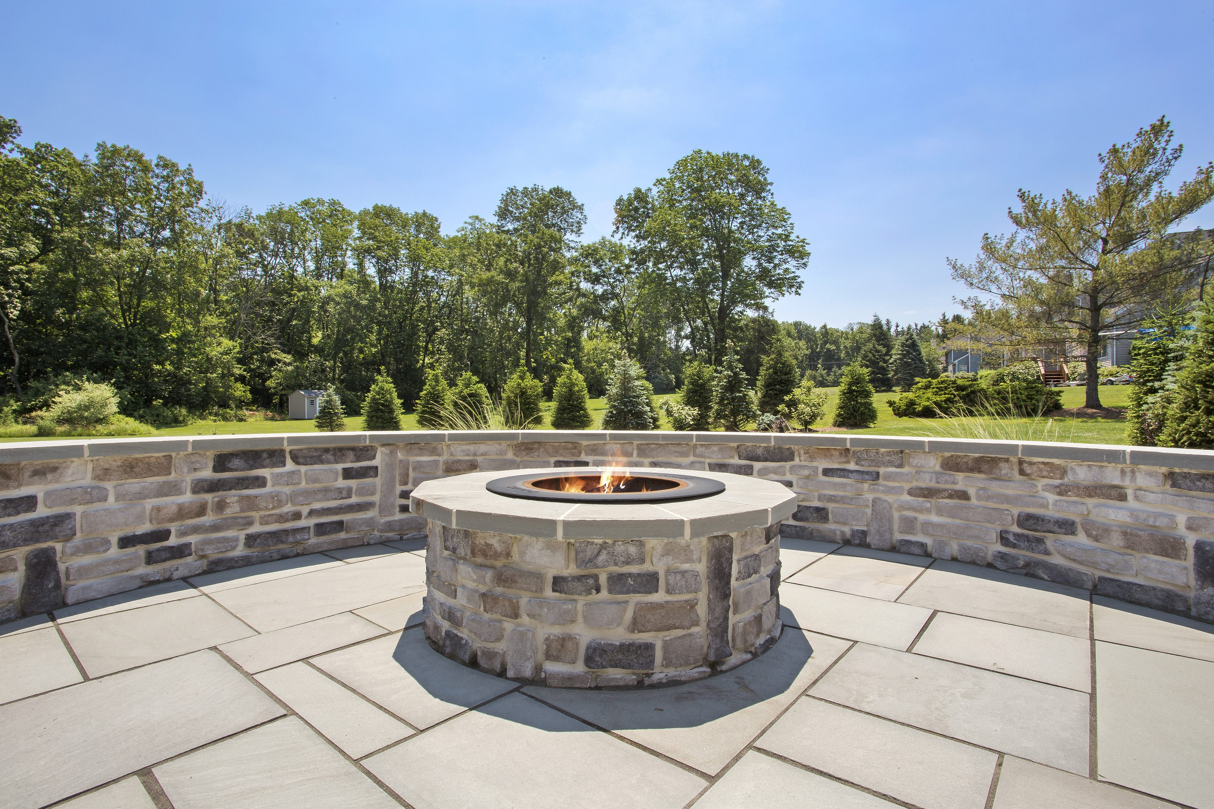Outdoor Fireplace or Fire Pit: Pros and Cons for Union County NJ