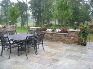 Wet-laid-bluestone-patio-with-cultured-stone-planters-pillars-1024x768